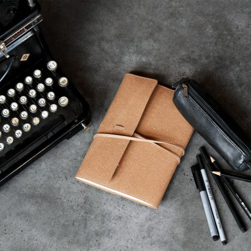 JUKA Custom Design Corporate Design individuelle Festpapeterie Ledermappe Schreibmaschine